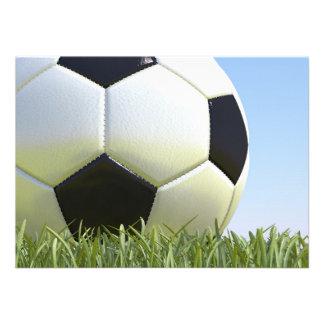 Balón de fútbol en hierba invitacion personalizada
