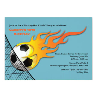 Balón de fútbol en la invitación de la fiesta de