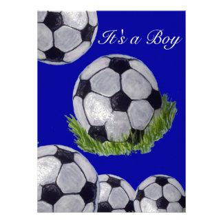 Balón de fútbol es una tarjeta de la invitación