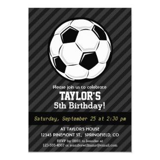 Balón de fútbol; Rayas negras y gris oscuro Invitación 12,7 X 17,8 Cm