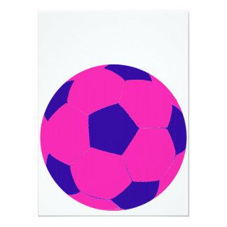 Balón de fútbol rosado y azul invitación 13,9 x 19,0 cm