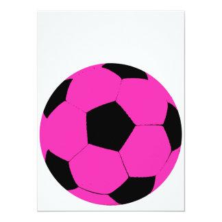Balón de fútbol rosado y negro invitación 13,9 x 19,0 cm