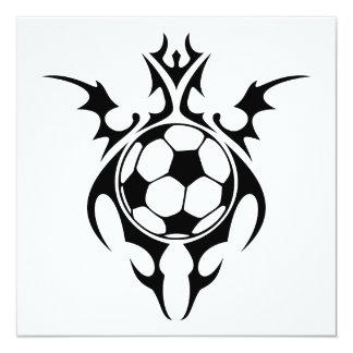 balón de fútbol tribal invitación 13,3 cm x 13,3cm