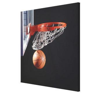 Baloncesto en el aro, primer impresiones en lona estiradas