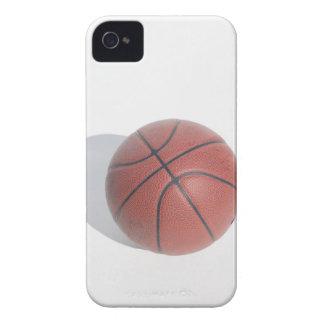 Baloncesto en el fondo blanco iPhone 4 Case-Mate coberturas