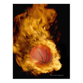 Baloncesto en el fuego (compuesto digital) postal