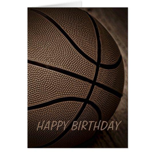 Baloncesto en tarjeta del feliz cumpleaños de la
