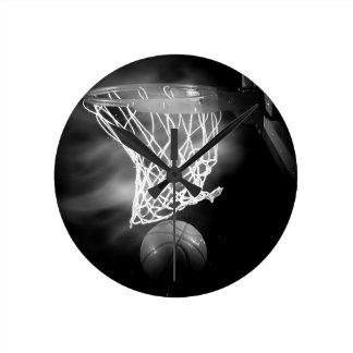 Baloncesto negro y blanco reloj redondo mediano