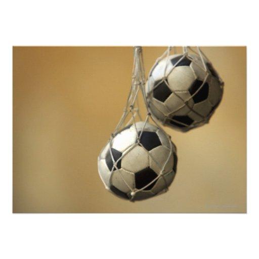 Balones de fútbol colgantes invitaciones personalizada