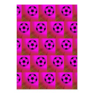 Balones de fútbol fucsias invitaciones personales