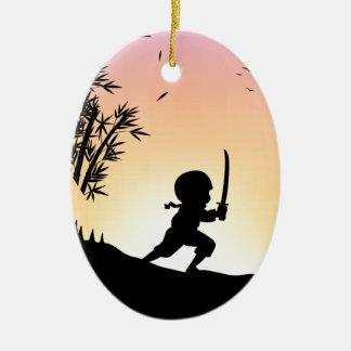 Bambú del corte del ninja de la silueta con la adorno ovalado de cerámica