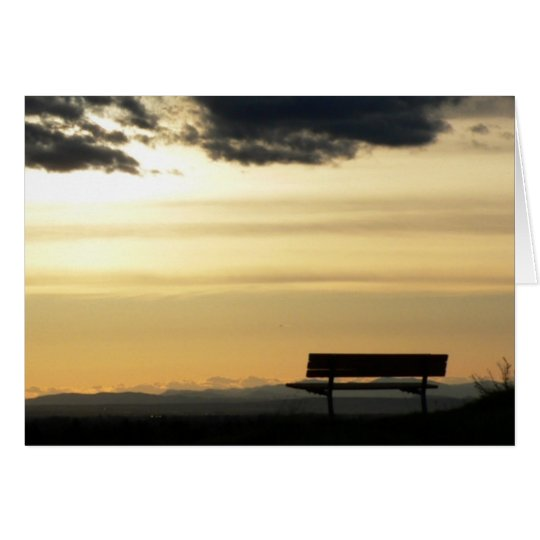 Banco en la tarjeta de la puesta del sol