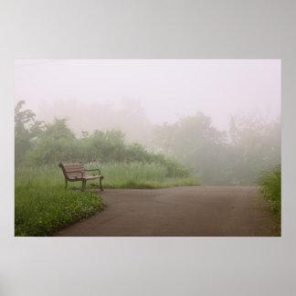 Banco en niebla póster