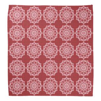 Bandana Mandala blanca en modelo del rojo del mosaico