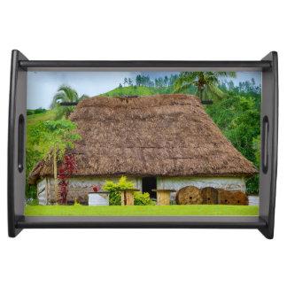 Bandeja Fijian tradicional Bure, pueblo de Navala, Fiji
