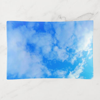 bandeja media de la baratija del cielo azul