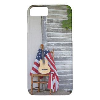 Bandera americana con la guitarra en silla funda para iPhone 8/7