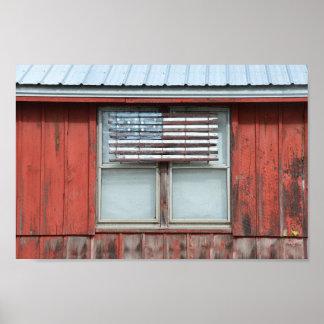 Bandera americana de madera en granero rojo en póster