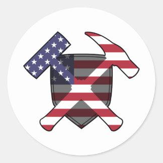 Bandera americana del escudo del martillo de la pegatina redonda