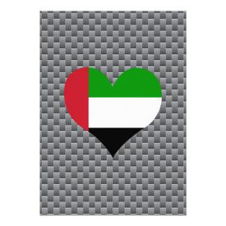 Bandera árabe en un fondo nublado