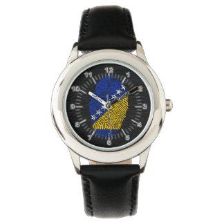 Bandera bosnio de la huella dactilar del tacto reloj