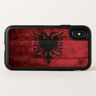 Bandera de Albania en grano de madera viejo