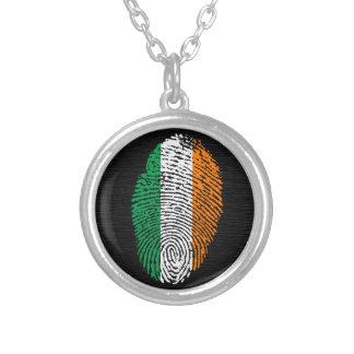 Bandera de la huella dactilar del tacto del collar plateado