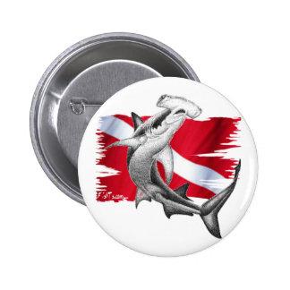 Bandera de la zambullida con el tiburón-buceador d chapa redonda de 5 cm