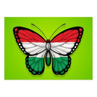 Bandera húngara de la mariposa en verde plantilla de tarjeta de visita