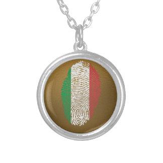 Bandera italiana de la huella dactilar del tacto collar plateado