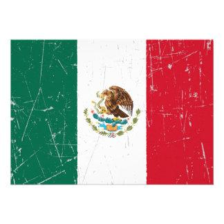 Bandera mexicana rascada y rasguñada comunicados