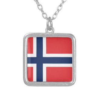 bandera norieguian collar plateado