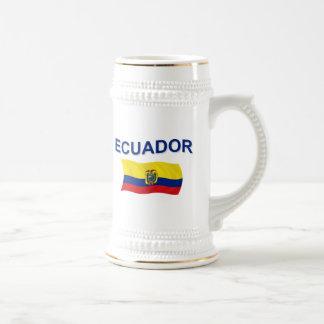 Bandera ondulada de Ecuador Jarra De Cerveza