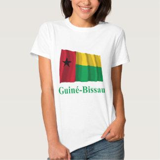 Bandera que agita de Guinea-Bissau con nombre en Camiseta