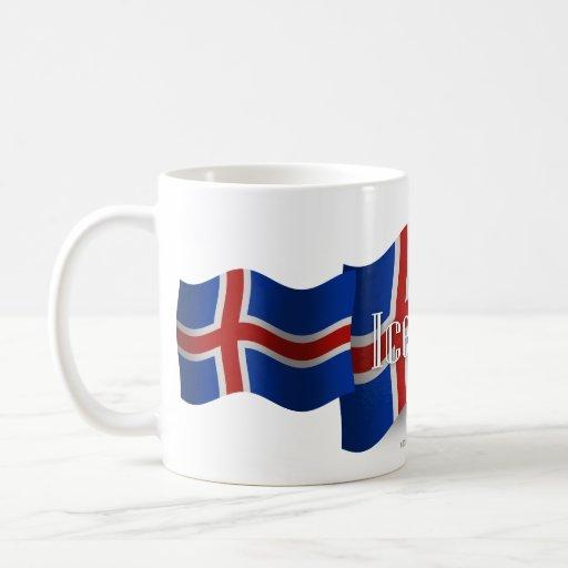 Bandera que agita de Islandia Taza