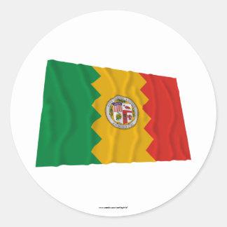 Bandera que agita de Los Ángeles Pegatina Redonda
