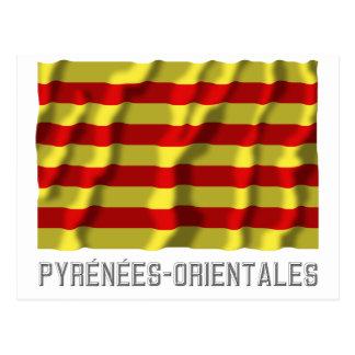Bandera que agita de Pyrénées-Orientales con Postal