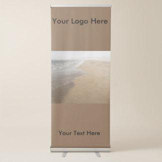 Bandera retractable vertical con resaca en la pancarta retráctil