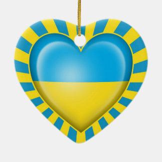 Bandera ucraniana del corazón con la explosión de  ornamento de navidad