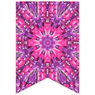 Banderas púrpuras rosadas del empavesado del