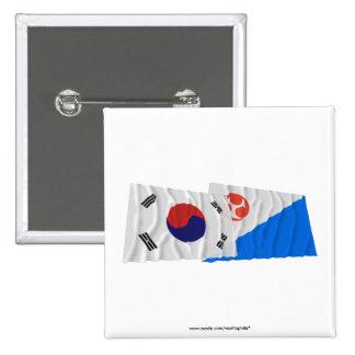 Banderas que agitan de Corea y de Jeju-Do Pins
