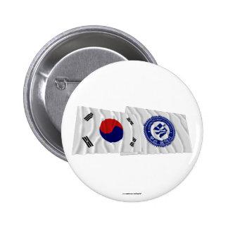 Banderas que agitan de Corea y de Pusan Pins