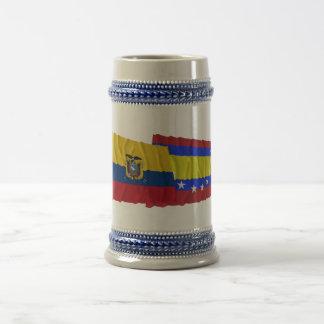 Banderas que agitan de Ecuador y de Loja Jarra De Cerveza