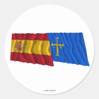 Banderas que agitan de España y de Asturias Pegatinas Redondas