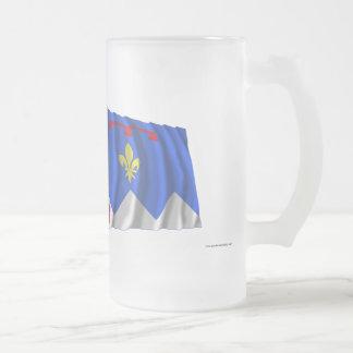 Banderas que agitan de Francia y de Alpes-de-Haute Taza