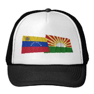 Banderas que agitan de Venezuela y de Lara Gorra