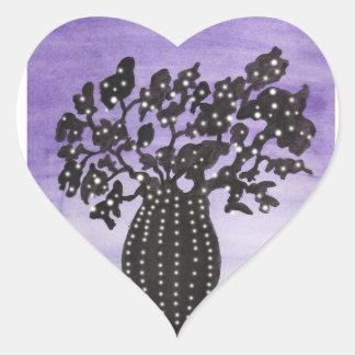 Baobab púrpura del cielo pegatina en forma de corazón