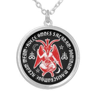 Baphomet con las cruces y los Pentagrams satánicos Joyería