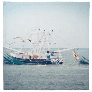 Barco azul del camarón en el océano servilleta de tela