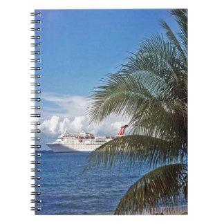 Barco de cruceros del carnaval atracado en Gran Cuaderno